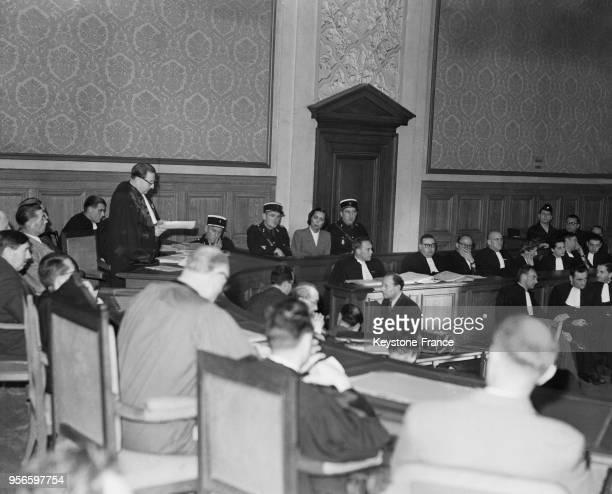 Vue générale de la salle d'audience au procès d'Yvonne Chevallier aux assises de la Marne à Reims le 6 novembre 1952 Au fond Yvonne Chevallier dans...