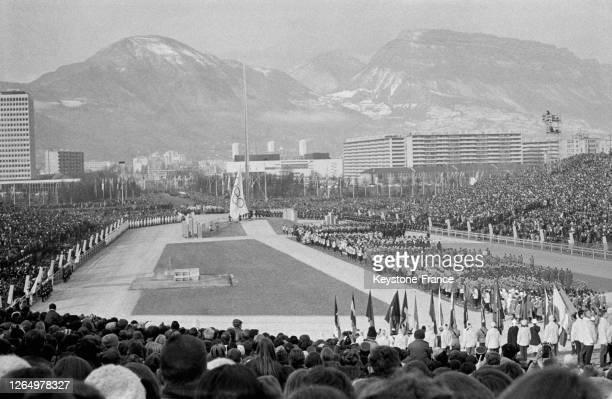 Vue générale de l'arène olympique lors de la cérémonie d'ouverture des Jeux olympiques d'hiver à Grenoble, France en février 1968.
