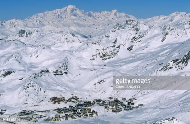 Vue g?n?rale depuis la cime Caron avec au fond le massif du Mont-Blanc.