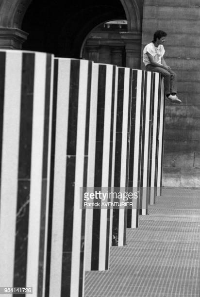 Vue générale des colonnes de Buren à Paris le 9 aout 1986 France
