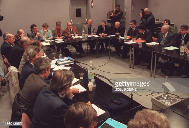 Vue générale du conseil d'administration extraordinaire convoqué le 03 janvier 1996 à Villejuif par l'Association de Recherche sur le Cancer au...