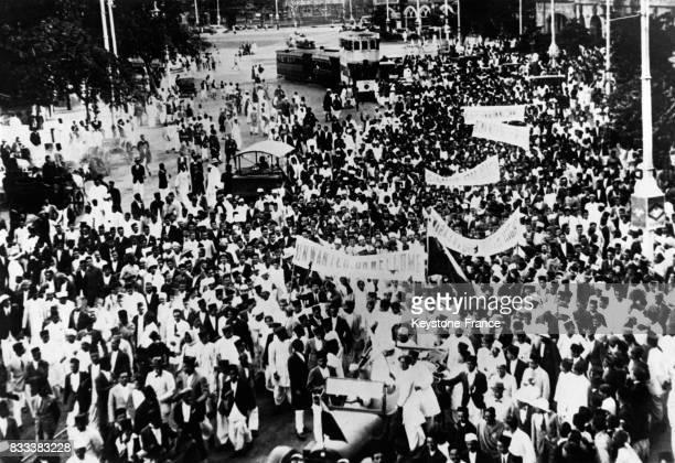 Vue générale du cortège des étudiants et militants pour l'indépendance manifestant contre l'arrivée de la Commission Simon venue de GrandeBretagne à...