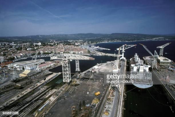 Vue générale du port de La Ciotat dans les années 80. Circa 1980.