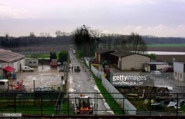 Vue générale, le 24 mars 2001 dans la commune de Mitry-Mory, de l'exploitation agricole où un cas de fièvre aphteuse a été décelé la veille....