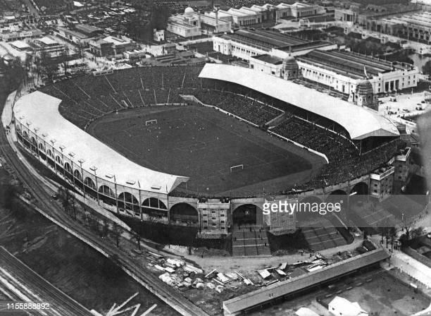 Vue générale non datée du stade de Wembley ayant une capacité de 150000 places lors d'un match opposant Sheffield United à Cardiff City à Londres...