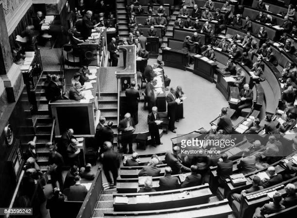 Vue générale partielle de l'hémicycle de l'Assemblée nationale lors du vote de la Constitution de la Quatrième République à Paris France le 29...