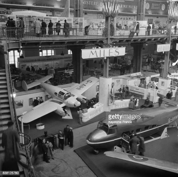 Vue générale partielle du salon au Grand Palais à Paris France en novembre 1946