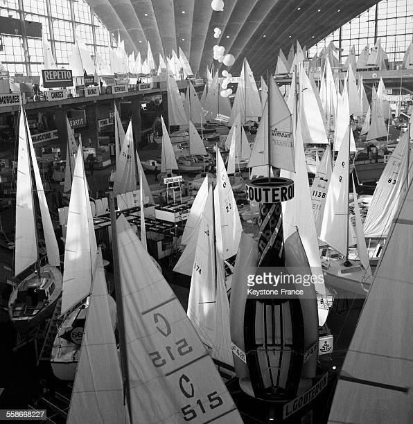 Vue générale partielle du Salon au Palais du CNIT La Défense à Paris France le 12 janvier 1968