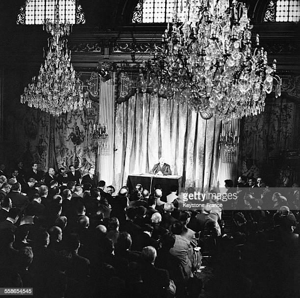 Vue générale partielle prise pendant la conférence de presse du Général de Gaulle au Palais de l'Elysée Paris France le 10 novembre 1959