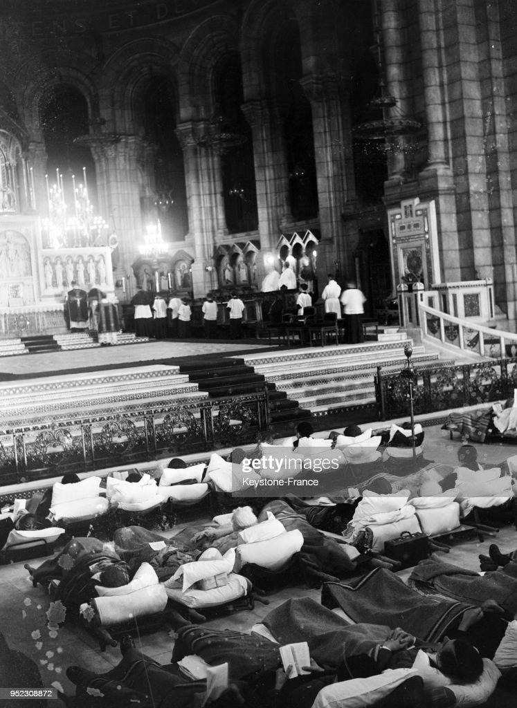 vue gnrale prise lintrieur du sacr coeur pendant la messe