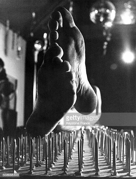 Vue impressionnante du lit clouté du Fakir à Zurich Suisse le 24 mars 1969