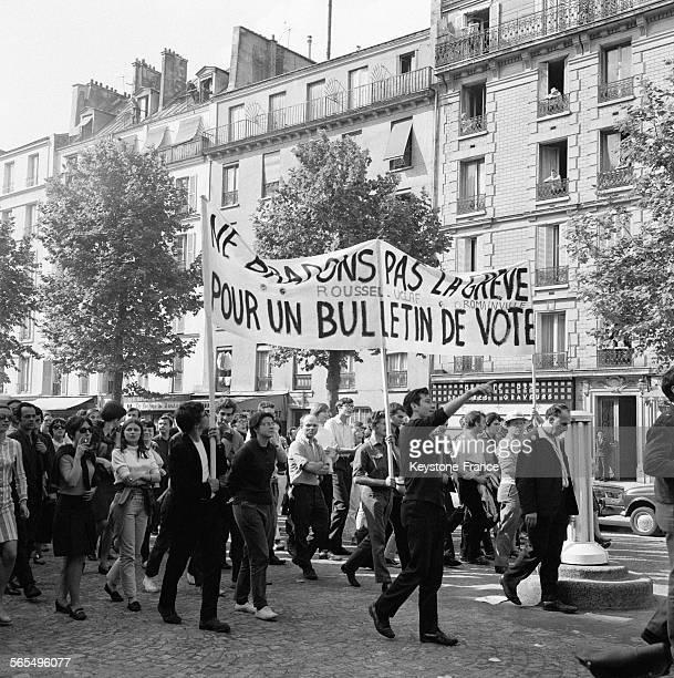 Vue partielle de la manifestation de l'UNEF à Paris France le 2 février 1968