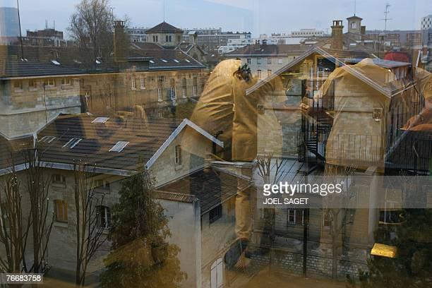 'SAINTEANNE TEMPLE DE LA PSYCHIATRIE S'OUVRE AU PUBLIC' Vue partielle des btiments de l'hpital SainteAnne Paris alors que des soignants pratiquent la...