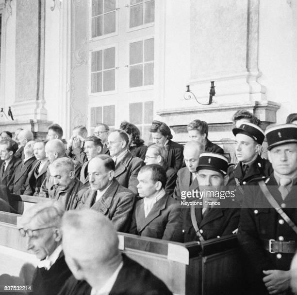 Vue partielle du box des accusés au procès de Rastatt Allemagne en 1946