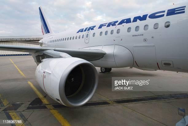 Vue prise le 09 octobre 2003 à l'aéroport de Roissy-Charles de Gaulle d'un réacteur du nouvel appareil mono-couloir A318 d'Airbus dont la compagnie...