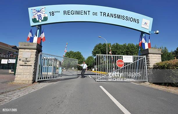Vue prise le 23 juillet 2008 BretevillesurOdon de l'entre du 18e rgiment de transmission menac de fermeture dans le cadre de la rforme de la carte...
