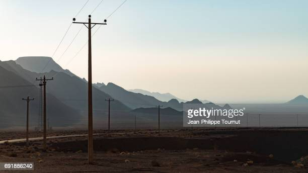 vuew on the mountains from the zoroastrian sacred shrine of chak chak, yazd province, central iran - semiarid stock-fotos und bilder