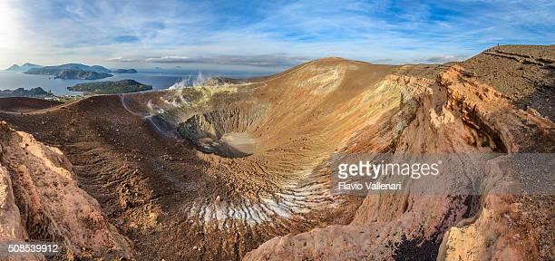 vulcano-gran cratere della fossa, isole eolie-sicilia - isole eolie foto e immagini stock