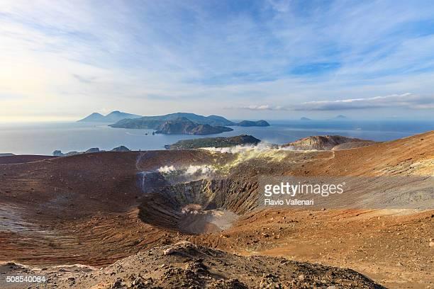 vulcano-gran cratere della fossa, isole eolie-sicilia - cratere vulcano foto e immagini stock