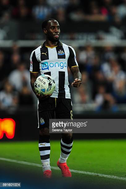 Vurnon Anita of Newcastle United looks to throw the ball into play during the Sky Bet Championship match between Newcastle United and Reading at...
