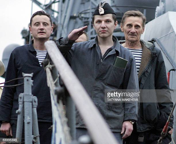 Vyacheslav Milashevsky commander of the Russian minisubmarine AS28 Priz salutes as he and his crew arrived at PetropavlovskKamchatsky port 07 August...
