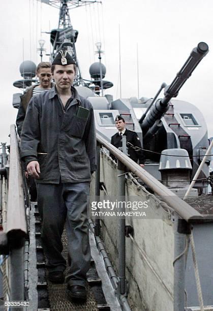 Vyacheslav Milashevsky commander of the Russian minisubmarine AS28 Priz and his crew arrive at PetropavlovskKamchatsky port 07 August 2005 Seven...