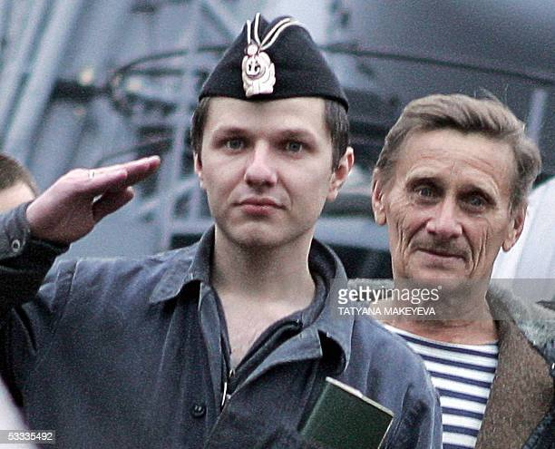 Vyacheslav Milashevsky commander of the Russian minisubmarine AS28 Priz salutes as he and his crew arrive at PetropavlovskKamchatsky port 07 August...