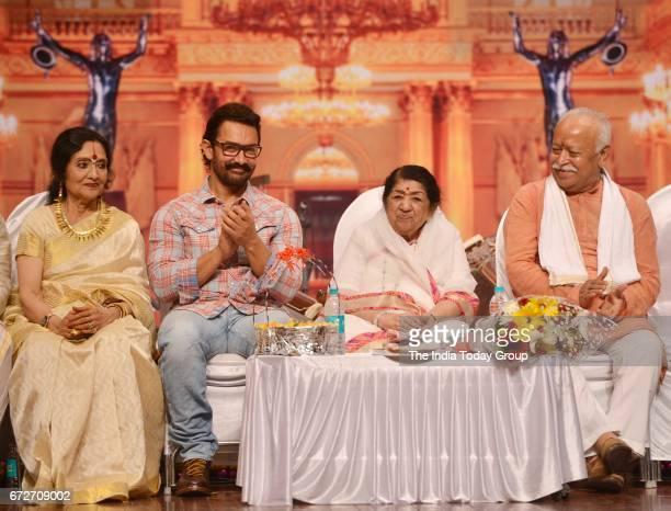 Vyjayanthimala Lata Mangeshkar Aamir Khan and Mohan Bhagwat during the 'Master Dinanath Mangeshkar Award 2017' in Mumbai