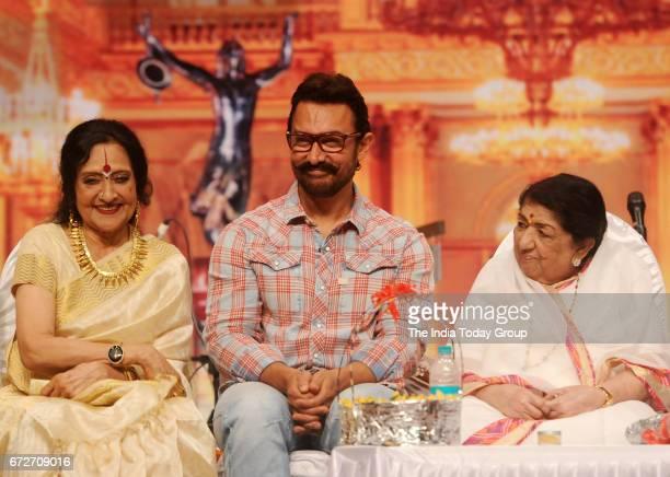 Vyjayanthimala Lata Mangeshkar and Aamir Khan during the 'Master Dinanath Mangeshkar Award 2017' in Mumbai