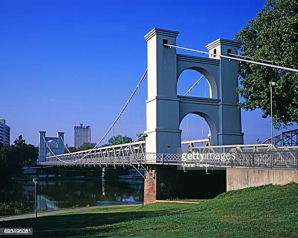 waco suspension bridge - waco stockfoto's en -beelden