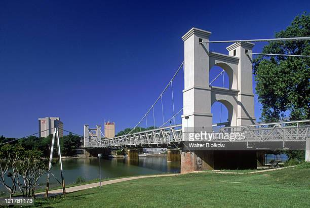 waco suspension bridge, waco, tx - waco foto e immagini stock