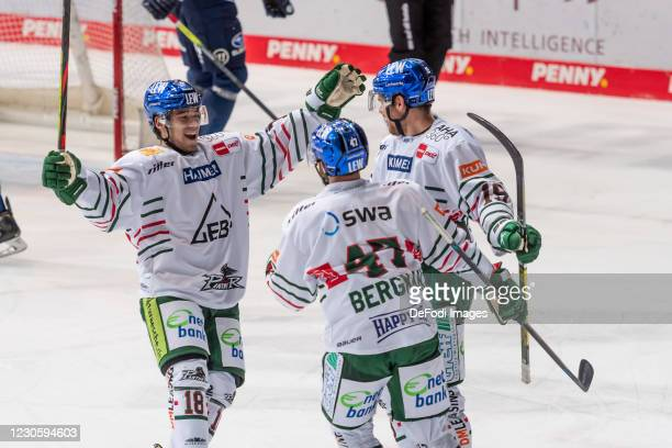 Wade Bergmann of Augsburger Panther celebrates after scoring his team's 3:2 goal with his team mates during the DEL match between EHC Red Bull...