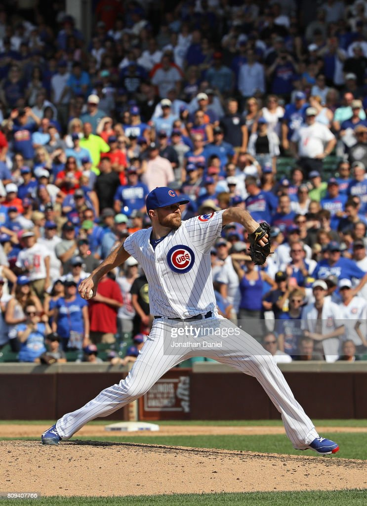 Wade Davis #71 of the Chicago Cubs pitches in the 9th inning against the Tampa Bay Rays at Wrigley Field on July 5, 2017 in Chicago, Illinois. The Cubs defeated the Rays 7-3.
