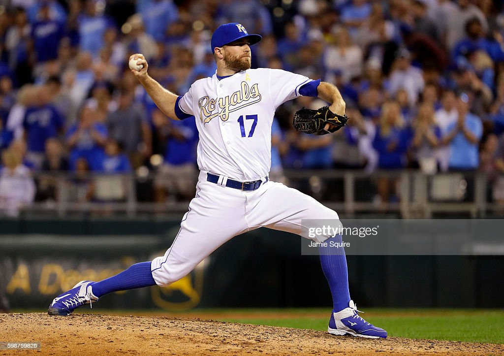 Wade Davis #17 of the Kansas City Royals pitches during the game against the Detroit Tigers at Kauffman Stadium on September 2, 2016 in Kansas City, Missouri.