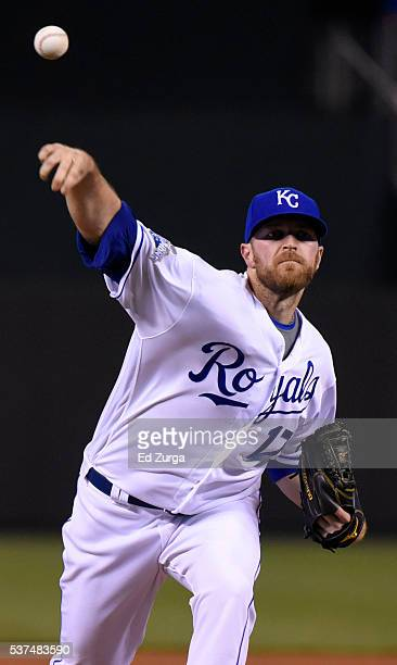 Wade Davis of the Kansas City Royals warms up prior to throwing against the Tampa Bay Rays in the ninth inning at Kauffman Stadium on June 1 2016 in...