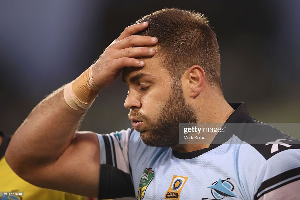 Wade Graham of the Sharks leaves the field with an injury during the NRL Qualifying Final match between the Canberra Raiders and the Cronulla Sharks at GIO Stadium on September 10, 2016 in Canberra, Australia.