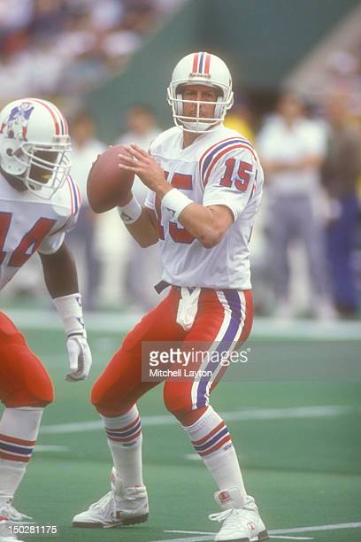 Wade Wilson of the New England Patriots looks to throw a pass during a football game against the Philadelphia Eagles on November 4 1990 at Veterans...