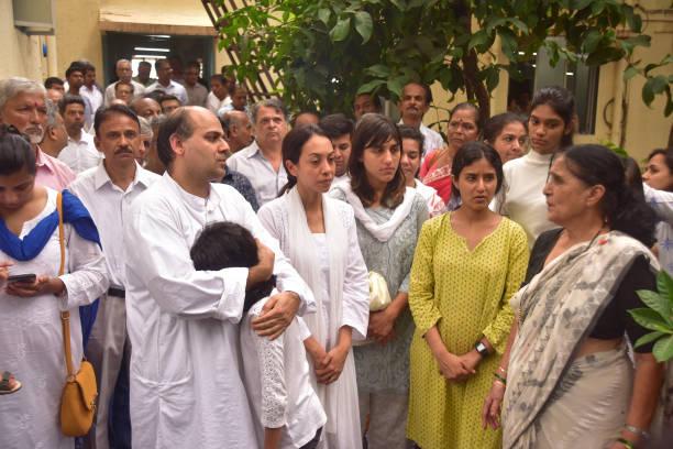 DADAR MUMBAI MAHARASTRA INDIA Wadekar Family members along with wife Rekha before Cremation at Shivaji park crematorium Ajit Wadekat former Captain...