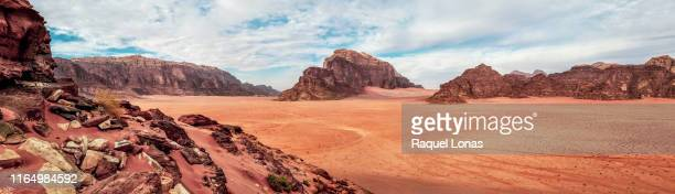 wadi rum, desert in the middle east - film set stock pictures, royalty-free photos & images