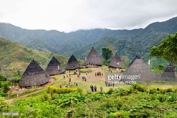 wae rebo village - flores indonesia fotografías e imágenes de stock