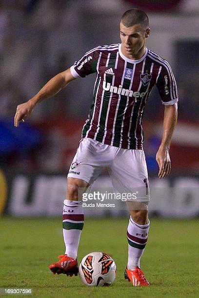 Wagner of Fluminense controls the ball during a match between Fluminense and Olimpia as part of the Copa Bridgestone Libertadores 2013 at Sao...