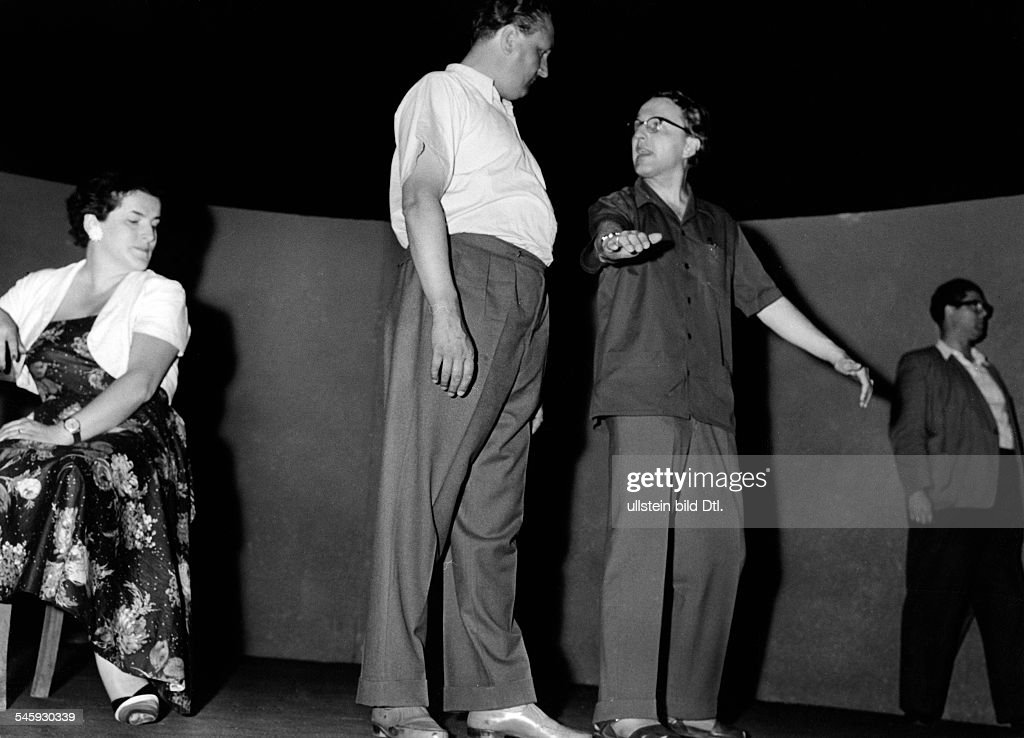 Wagner, Wolfgang *-+Theatre and opera directorGrandson of Richard WagnerRehearsal of Richard Wagner's opera 'Tristan und Isolde' at the Bayreuth Festival; from the left: Birgit Nilsson, Wolfgang Windgassen, Wolfgang Wagner, and Alfons Herwig- around 1950
