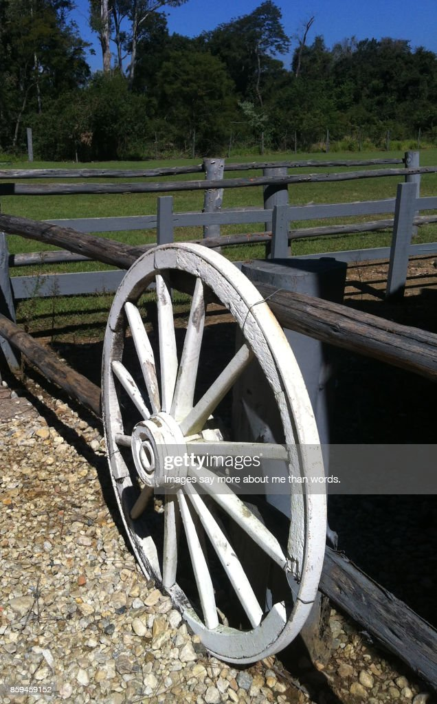 Wagon Wheel Painted White And Used As Decoration High Res Stock Photo Getty Images