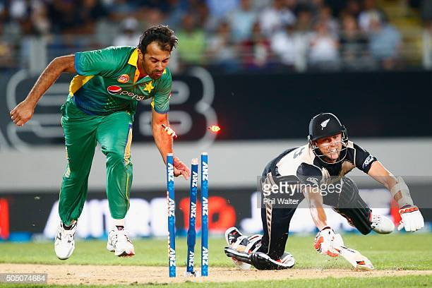 Wahab Riaz of Pakistan attempts to run out Trent Boult of New Zealand during the first T20 match at Eden Park on January 15 2016 in Auckland New...