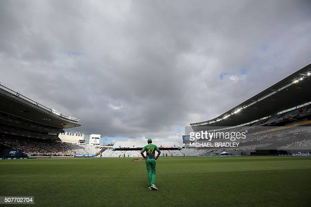 TOPSHOT Wahab Riaz of Pakistan fields on the boundary during the third oneday international cricket match between New Zealand and Pakistan at Eden...