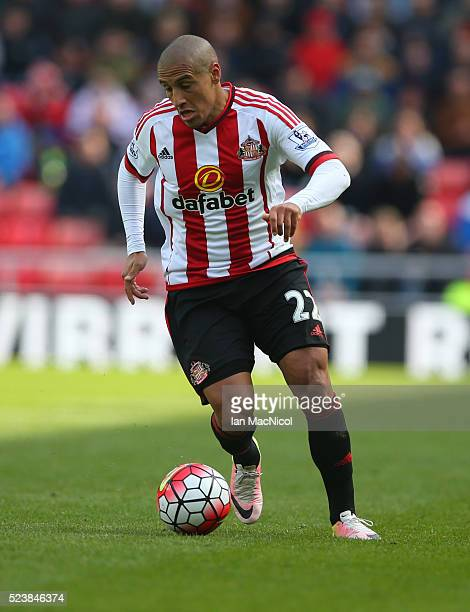 Wahbi Khazri of Sunderland controls the ball during the Barclays Premier League match between Sunderland and Arsenal at The Stadium of Light on April...