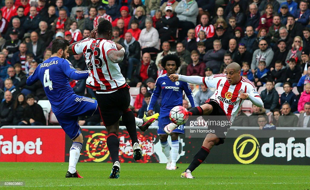 Wahbi Khazri of Sunderland (R) scores the first Sunderland goal during the Barclays Premier League match between Sunderland and Chelsea at the Stadium of Light on May 7, 2016 in Sunderland, England.