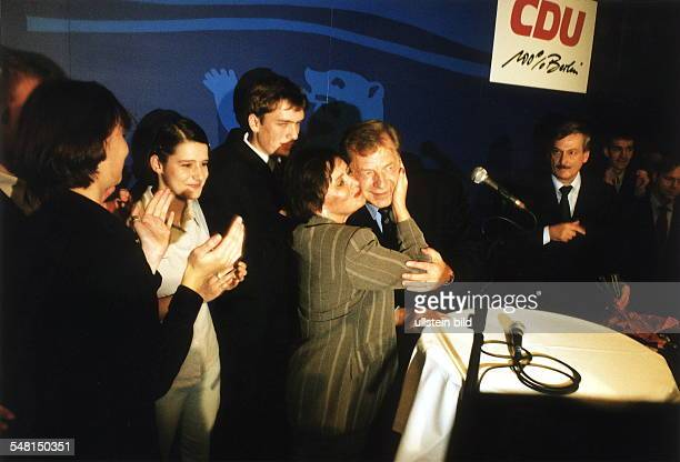 Wahl zum Abgeordnetenhaus in Berlin 1999: Eberhard Diepgen, amtierender Regierender Bürgermeister und CDU - Spitzenkandidat, mit Ehefrau Monika nach...