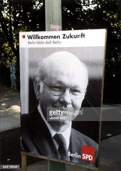 Wahlkampf in Berlin: Plakat der SPD mit Walter Momper und dem Spruch: Willkommen Zukunft - Berlin bleibt doch Berlin - September 1999