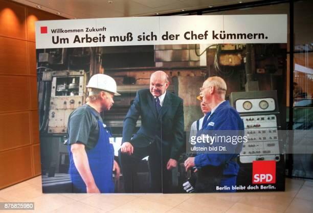 """Wahlkampf in Berlin: Wahlplakat der SPD mit Spitzenkandidat Walter Momper und der Aufschrift """"Um Arbeit muß sich der Chef kümmern."""""""